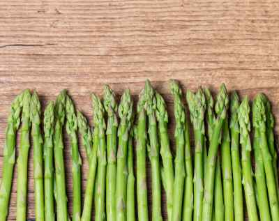 bigstock-Bunch-Of-Asparagus-On-Wooden-82140521-400x317