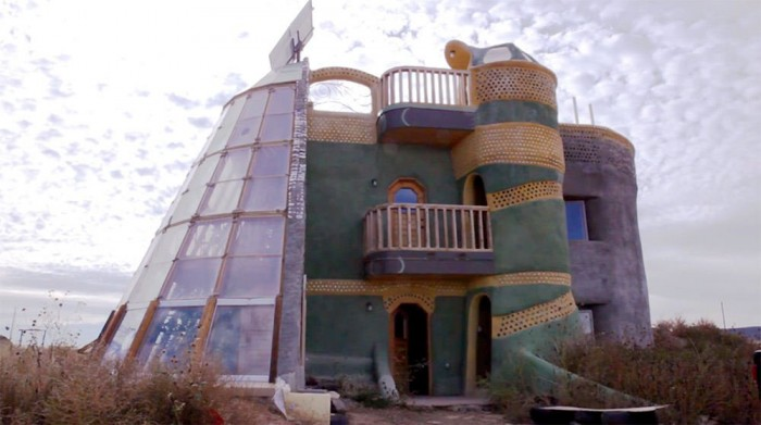 These cute houses in new mexico are built from trash and for Cutest house in the world