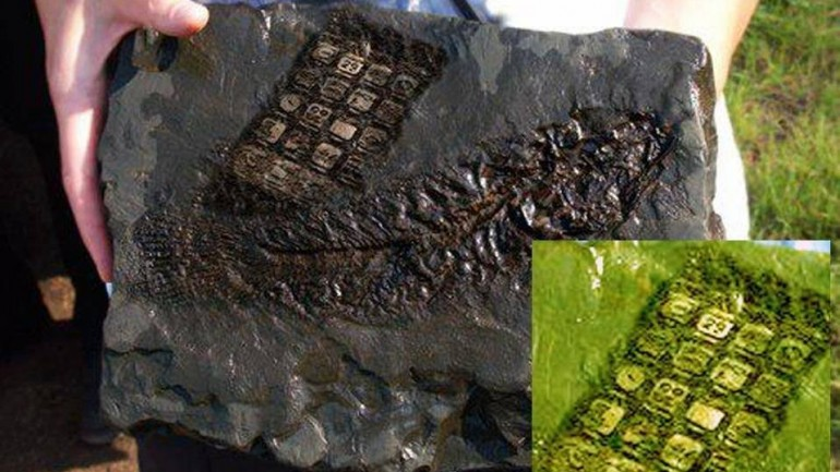 An '800-Year-Old Mobile Phone' Was Left Behind by ALIENS in Austria, According to Latest Absurd Claims of Conspiracy