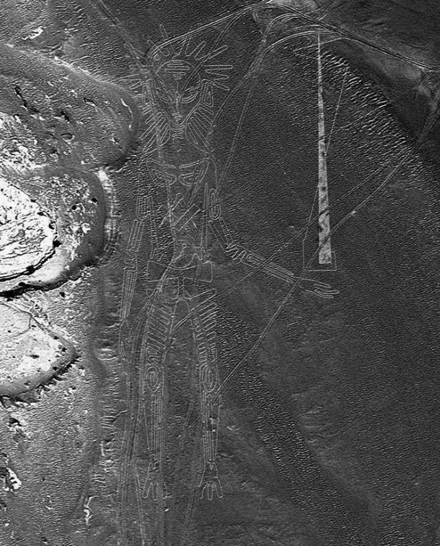 New Nazca Lines Geoglyphs Uncovered by Gales and Sandstorms in Peru 553272_609690389154462_6602592267785065077_n