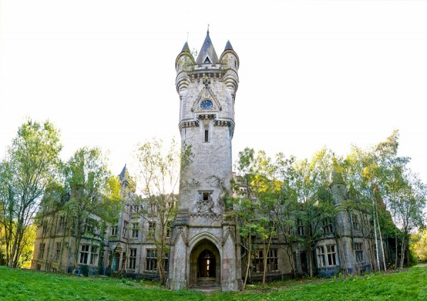 The Castle Was Completely Abandoned In 1991….. 24 Years Later, The World Is Fascinated By The Inside