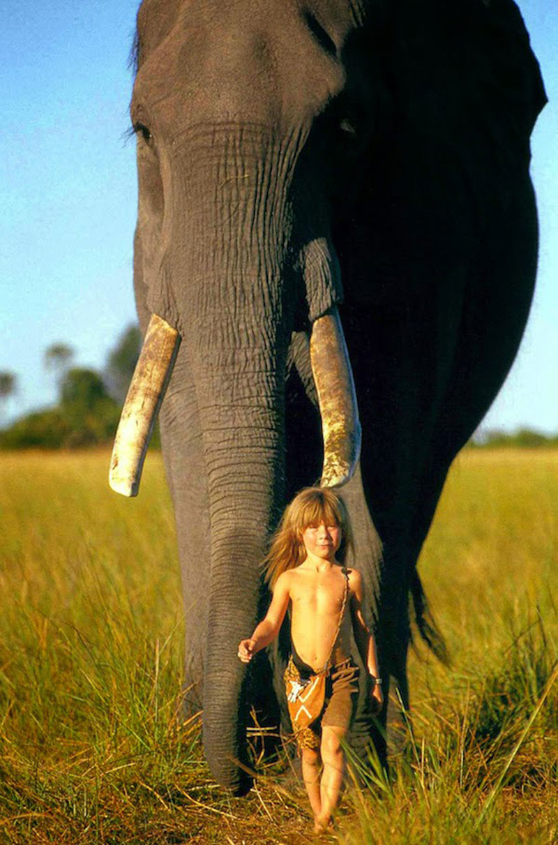 Breathtaking-Photos-Of-A-Little-Girl-Tippi-Growing-Up-Alongside-Wild-Animals-in-Southern-Africa10
