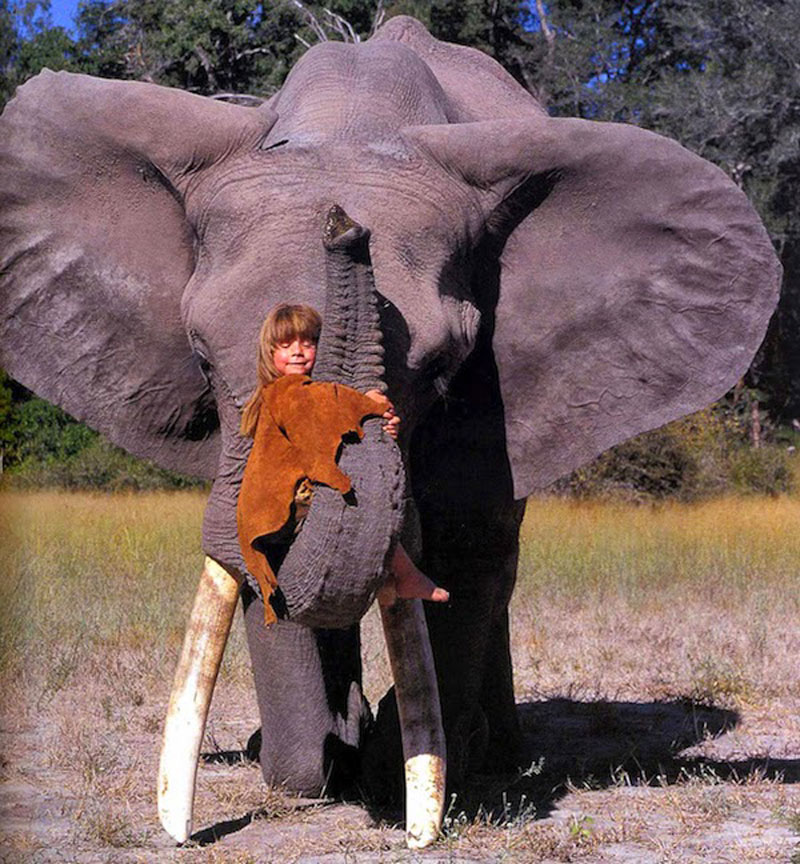 Breathtaking-Photos-Of-A-Little-Girl-Tippi-Growing-Up-Alongside-Wild-Animals-in-Southern-Africa11