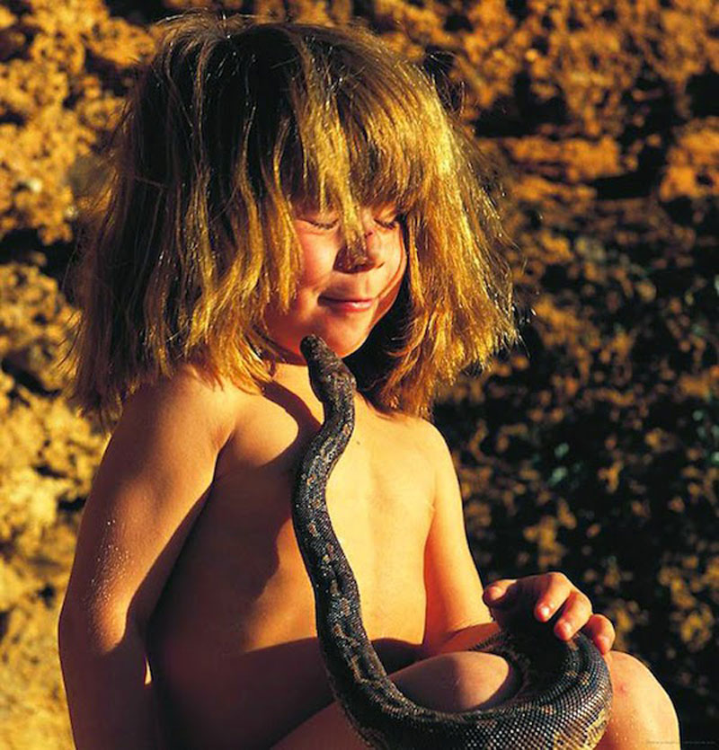 Breathtaking-Photos-Of-A-Little-Girl-Tippi-Growing-Up-Alongside-Wild-Animals-in-Southern-Africa6