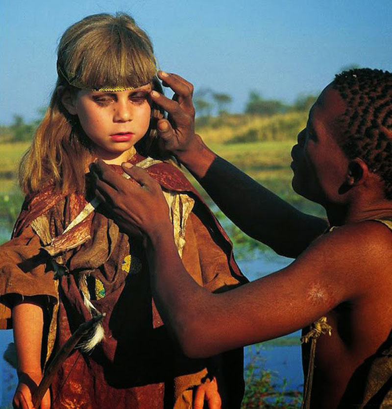 Breathtaking-Photos-Of-A-Little-Girl-Tippi-Growing-Up-Alongside-Wild-Animals-in-Southern-Africa8