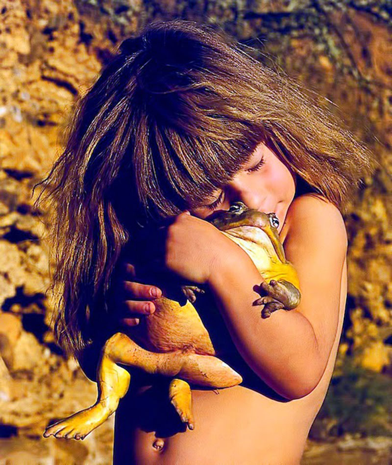 Breathtaking-Photos-Of-A-Little-Girl-Tippi-Growing-Up-Alongside-Wild-Animals-in-Southern-Africa9