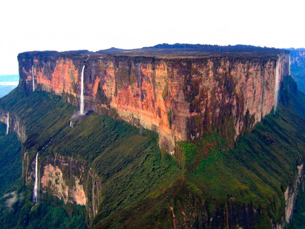 14-Of-The-Most-Amazing-International-Borders-From-Around-The-World-6-610x457