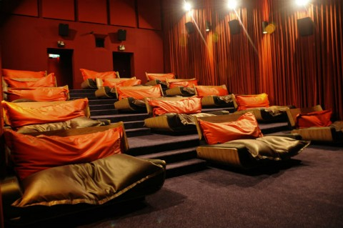 INSPIRED-BED-CINEMAS-JAKARTA-BEANIE-BEAN-BAGS-TGV-CINEMAS-gallery002-644-480x319 (1)