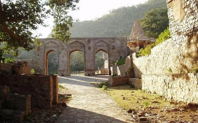 Bhangarh Fort : India's Most Haunted Place