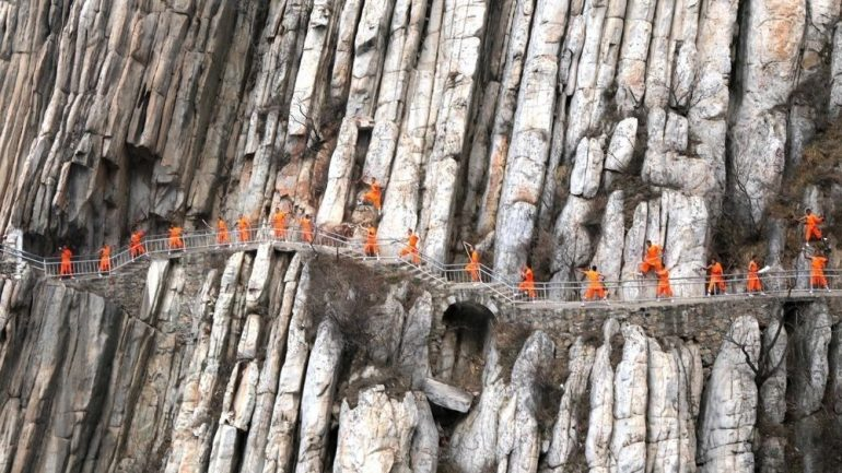 Shaolin Monks Perform DANGEROUS Moves On A 5,000ft Cliff