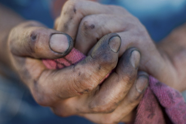 A Young Man Washed His Father's Hands For The First Time. What He Realized Changed His Whole LIFE