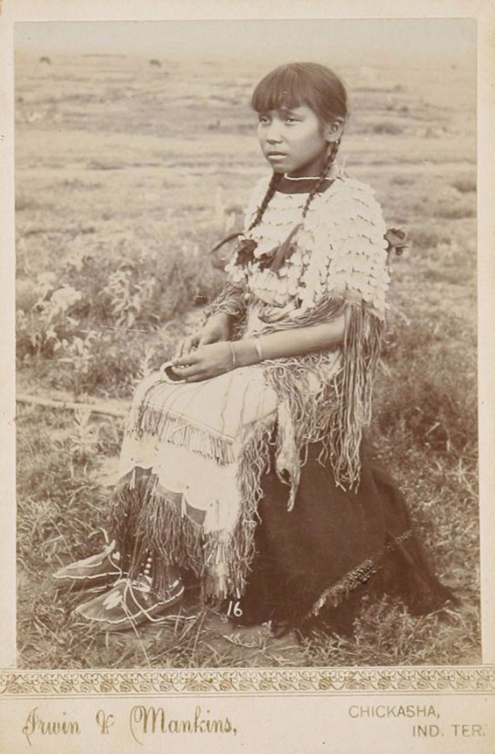 vintage-native-american-girls-portrait-photography-23-575a7a883ae53__700