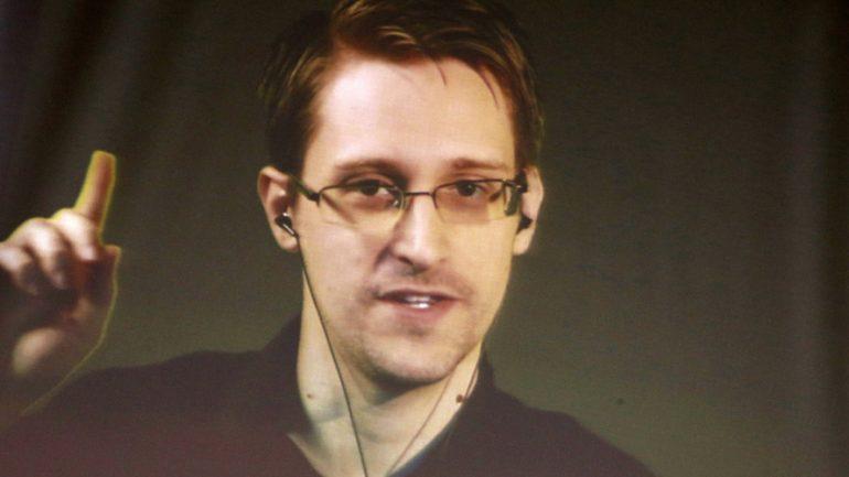 Snowden Designs Hardware To Thwart Cellphone Digital Surveillance