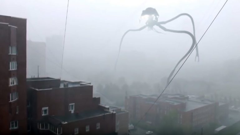 Terrifying Tripod Alien 'Invades' Russian City