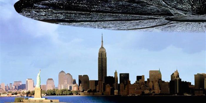 Huge UFO Stuns City For 10 Hours On Independence Day