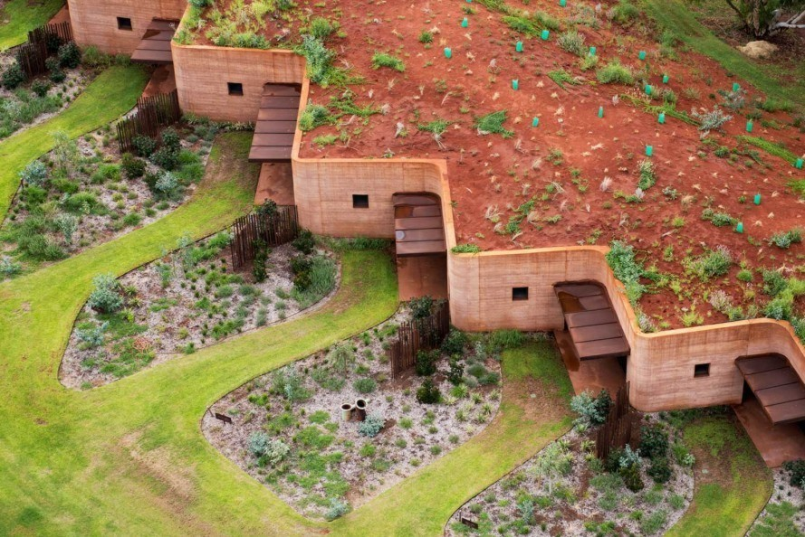 Luigi-Rosselli-Architects-rammed-earth-The-Great-Wall-of-WA-1-889×594-889×594