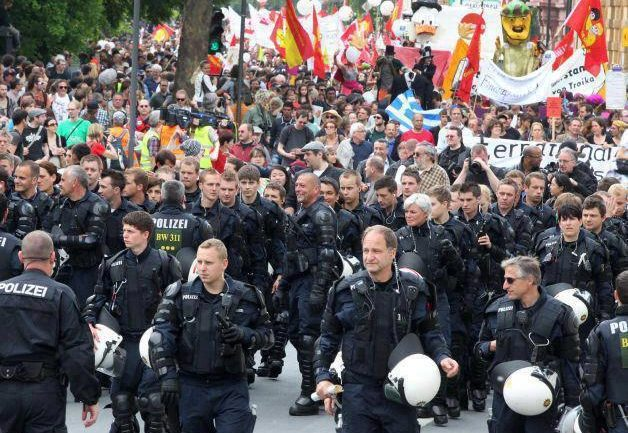 German Police Removed Helmets and Escorted Occupy Frankfurt Protesters