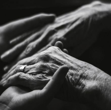 Why the Dying See Their Deceased Relatives Before They Go – And What My Dying Mom Told Me She Saw