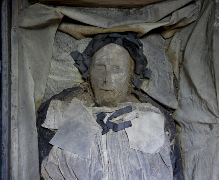 Peder-Winstrup-Mummified-Bishop-Close-up-768x631