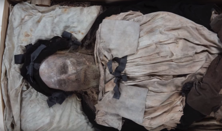 mummified-body-of-bishop-peder-winstrup-768x455