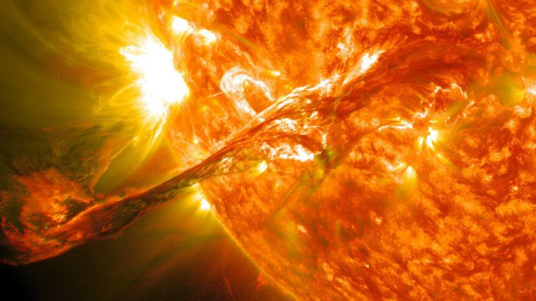 UFO Hunters: NASA Footage Shows Alien Spaceship 'Sucking' Sun's Energy