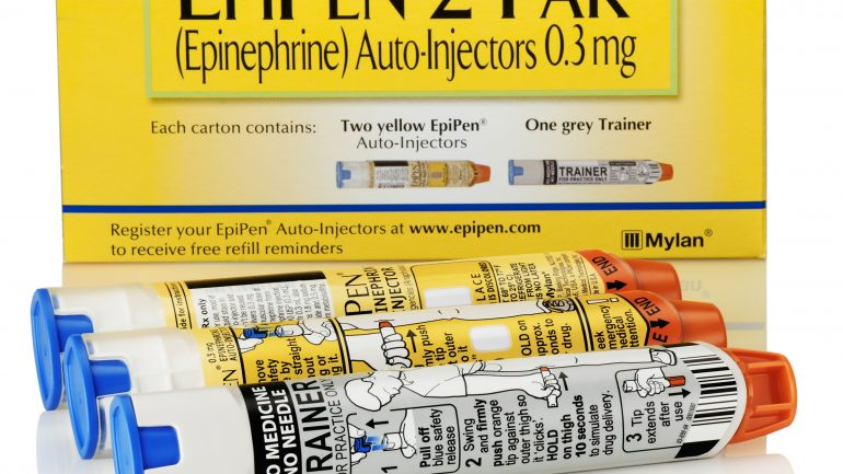 There's A Cheaper Alternative To The EpiPen – But Your Pharmacist Can Only Give It To You If You Do This