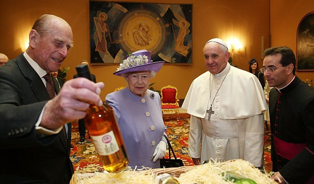 queen-pope-2014-april
