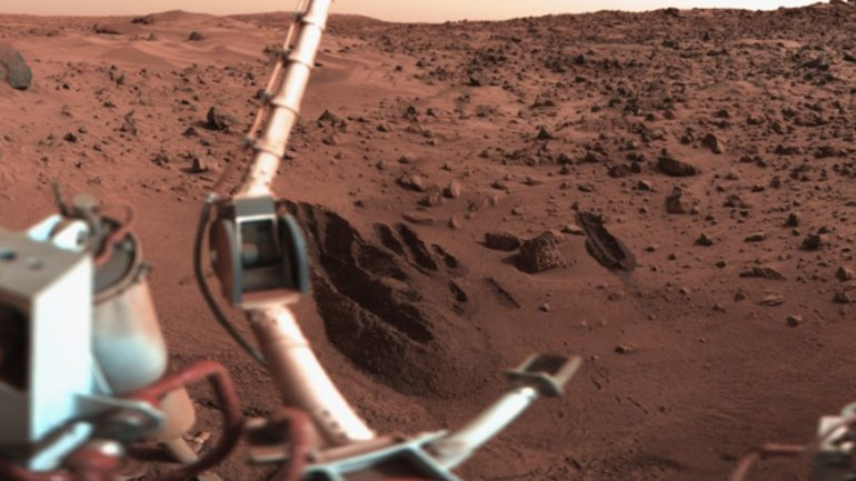 New Study Claims Life DOES Exist On Mars And It Was Found By The Viking Lander in 1976
