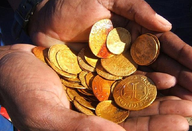 Miners Find 500 Year Old Shipwreck Loaded With £9 Million of Gold in The Namibian Desert