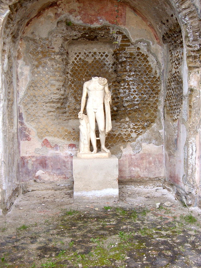 statue-inside-baiae-roman-baths