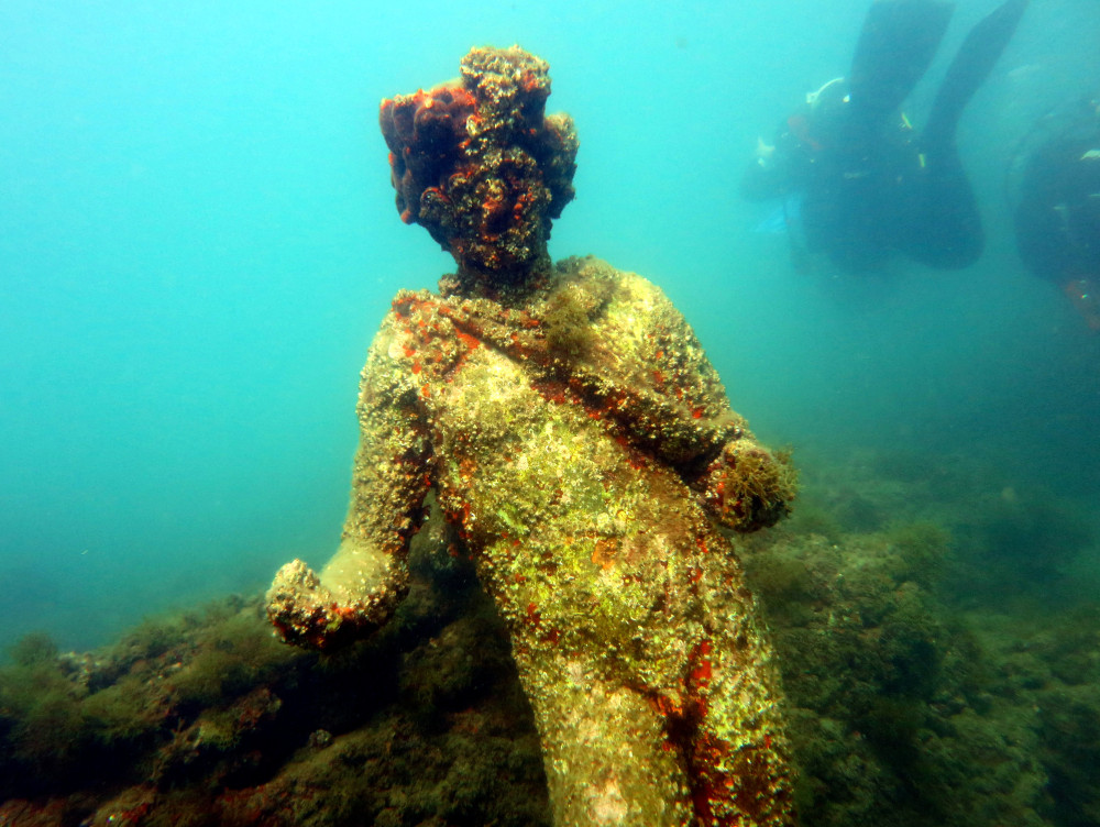 underwater-statue-at-baiae