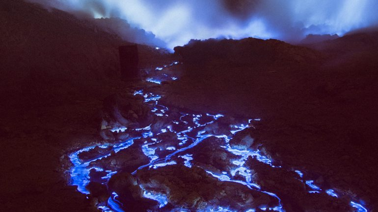 This Indonesian Volcano Is Deadly, But When Night Falls It Turns Into Something Stunningly Beautiful