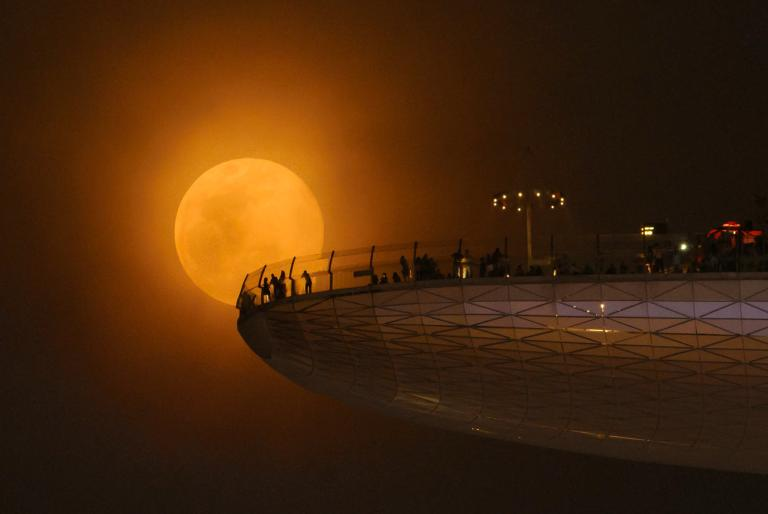 the-biggest-record-breaking-supermoon-in-nearly-70-years-dont-miss-this-1