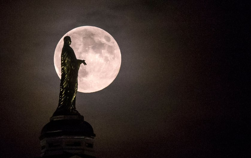 the-biggest-record-breaking-supermoon-in-nearly-70-years-dont-miss-this-2
