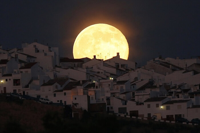 the-biggest-record-breaking-supermoon-in-nearly-70-years-dont-miss-this-3