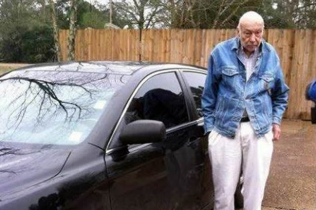 This 88-Year-Old Doctor Treats The Poor Out Of His Toyota Camry…. Mississippi Wants To Punish Him For It