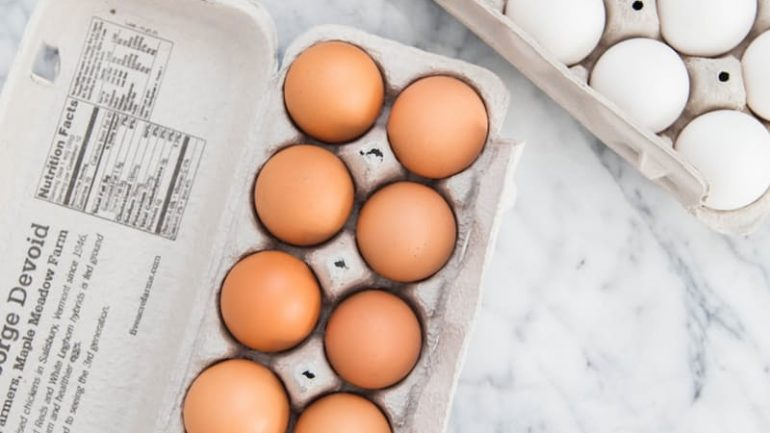 What's the Difference Between White and Brown Eggs?