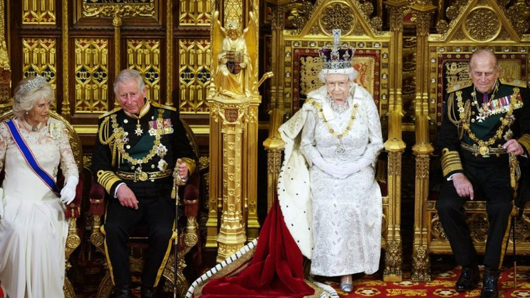 The Top of The Pyramid: The Rothschilds, The Vatican and The British Crown Rule World