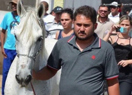 Man Dies Suddenly, Then His Grieving Horse Smells His Casket And Breaks Down At The Funeral