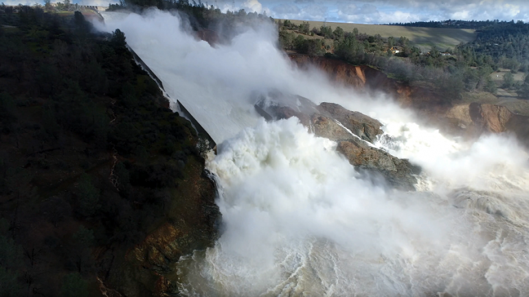 Spillway at Tallest US Dam in California About To Collapse, Tens of Thousands Evacuate