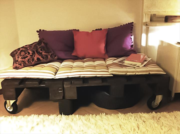Stunning Why Buy a Bed When You Can Use Pallets To Make One Here Are Fantastic Ideas