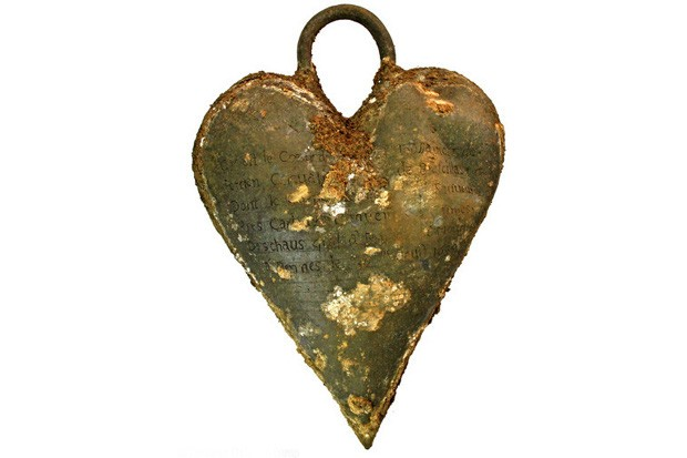 17th-Century-Woman-Found-Buried-with-Her-Husband-s-Heart-Next-to-Her-483311-3