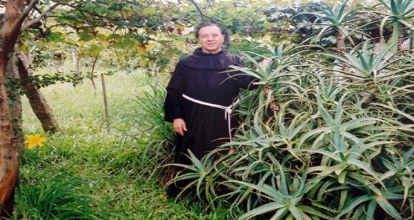 Priest Who Spent 20 Years Studying Aloe Vera Says That Cancer Can Be Cured; Here Is The Recipe