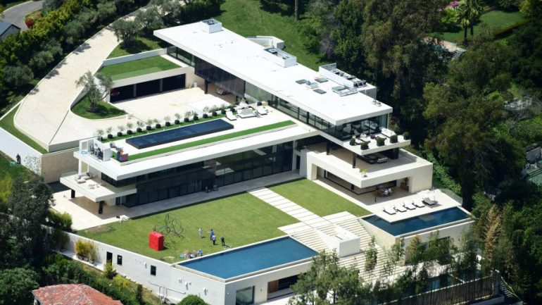 Jay Z and Beyonce Just Put $120 MILLION Down On A Bulletproof Bel Air Mansion