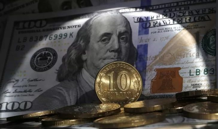 Russia Leaving Global Banking System: Dumping US Dollar For Gold