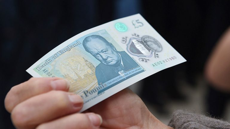 British Cocaine Users Complain New £5 Notes Are Hurting Their Noses
