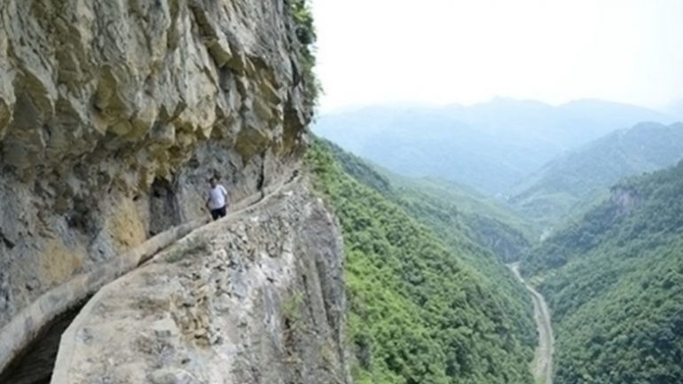 Man Spends 36 Years Carving Into Mountainside To Bring Water To His Village