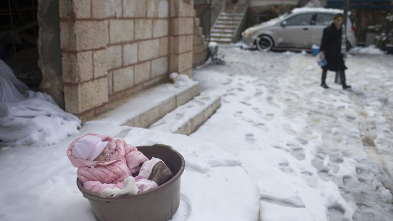 Moms Are Leaving Their Babies Out In Freezing Temperatures For This Insane Reason