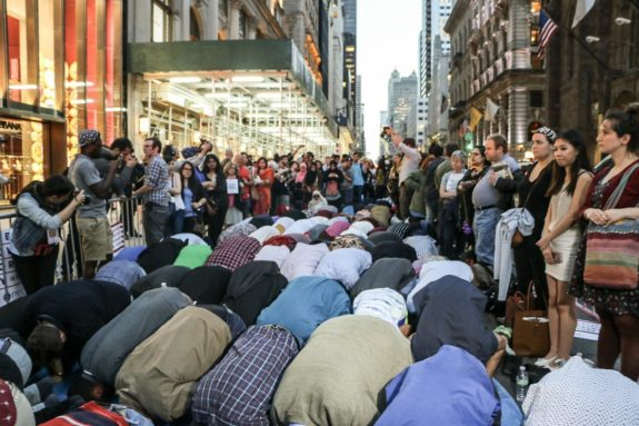 Muslims Take Over New York Street – Start Praying In Front of Trump Tower For Ramadan