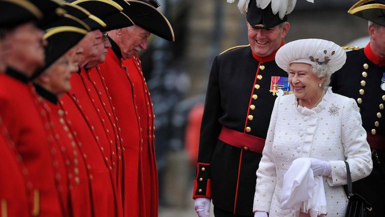 Surprising Rules Of Royal Etiquette Even The Queen Can't Break